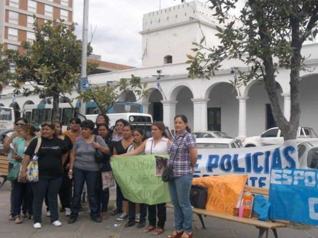 aaa marcha policial mujeres